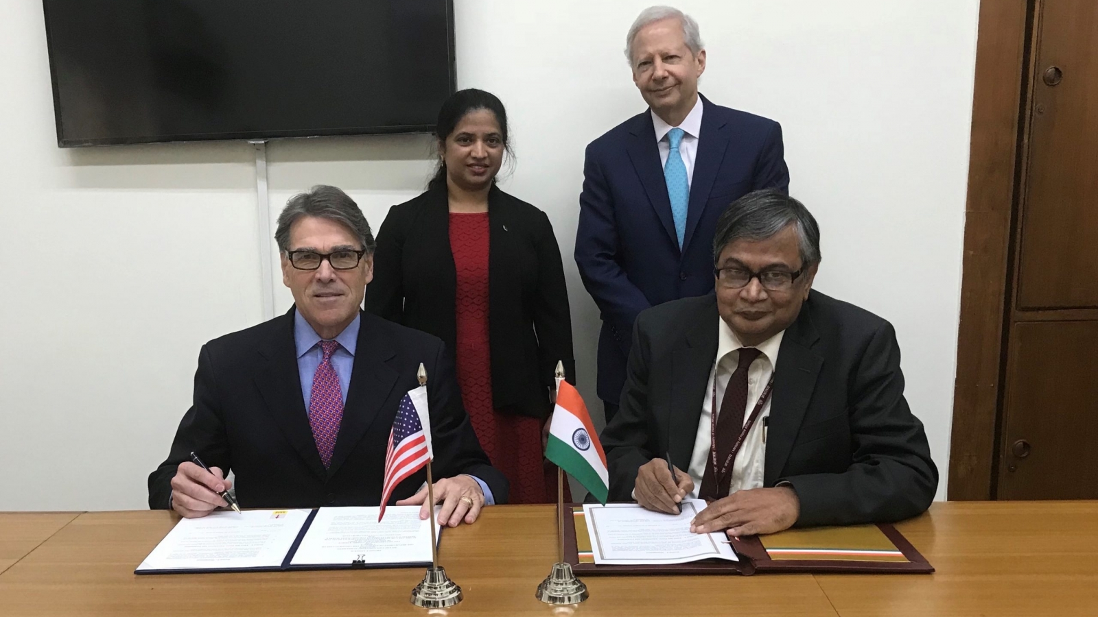 U.S. Energy Secretary Rick Perry and Indian Atomic Energy Secretary Sekhar Fasu sign agreement.